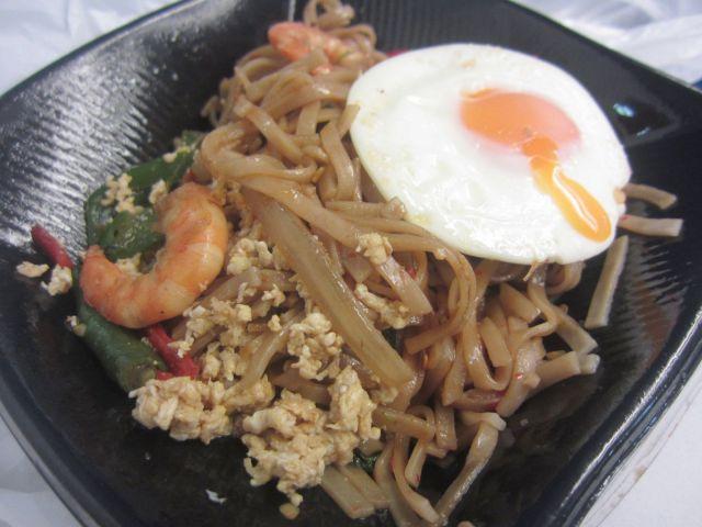 タイ料理「マンゴツリーキッチン 東京駅グランスタ」で辛みビーフン「パッキーマオ」