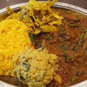 ゴカルナで夏野菜とチキンのスリランカカレーと冷製ダルカレー