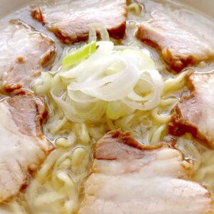 沖縄で喜多方ラーメン塩味大盛り! 「麺恋食堂」のチャーシューがレベルアップしてた!