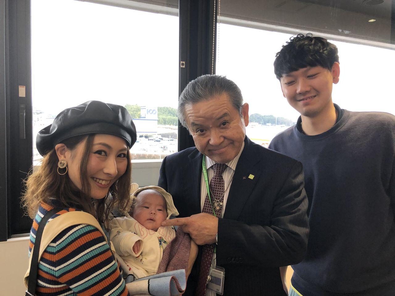 IMG_3750 山本勇希・喜美子夫妻と紡(つむぎ)ちゃん