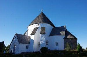 デンマークに4~5個くらいしかない、珍しい形の教会。