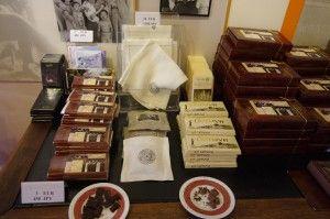 杉原記念館のお土産チョコレート。リトアニアの物価から考えると超強気の杉原値段。