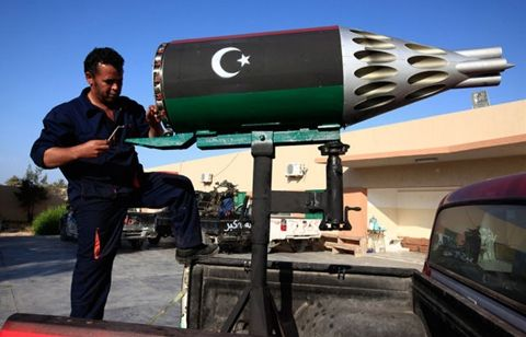 unique_madmax_type_libyan_rebel_fighter_weapons_640_01