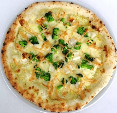 お餅とブロッコリーのピザ