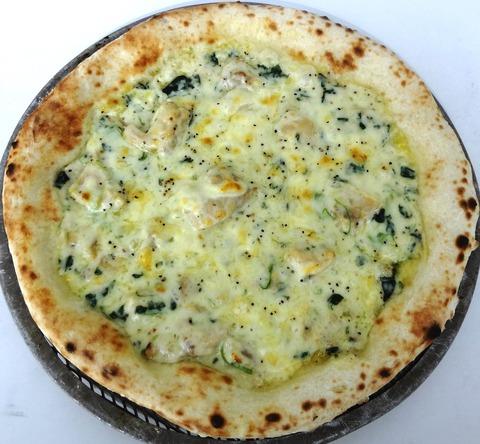 チキンとほうれん草のピザ
