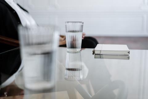 1日どれぐらいの水を飲むべきなのか?