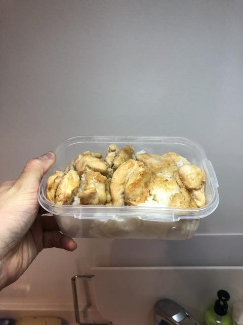 フィジーク選手の鶏むねの昼食