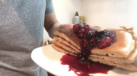 高タンパクベリーソースパンケーキ
