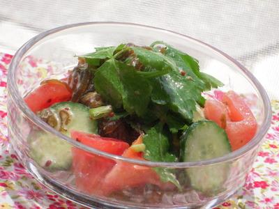 もずくときゅうりとトマトのマスタードマヨサラダ