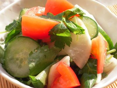 きゅうりと大根の塩麹漬けとトマトの三つ葉風味