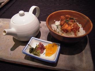 【仕上げ】岡山県産 備中高原鶏と水菜のかき揚げ茶漬け