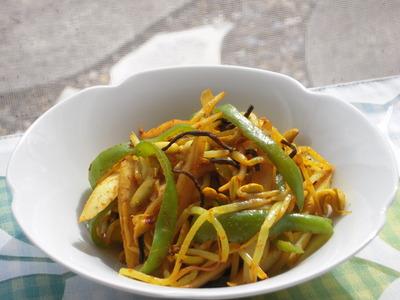 大豆もやしと新ごぼうの塩昆布カレー風味