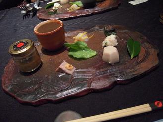 【前 菜】 お豆腐とお野菜のヘルシーミクロ料理 大名八点心