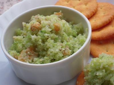 ブロッコリーと胡桃の塩麹ペッパーディップ