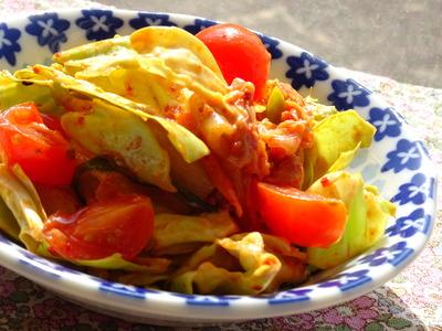 春キャベツとトマトとキムチのサラダ