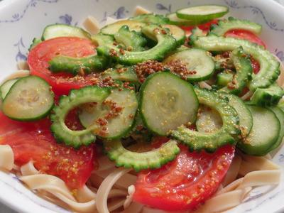 ゴーヤときゅうりとトマトの粒マスタードうどん