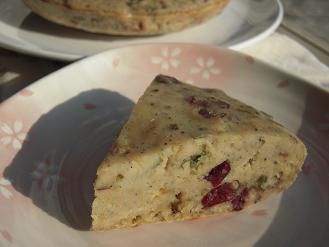 桜とクランベリーの簡単ケーキ