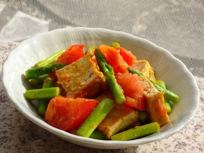 アスパラガスとトマトと厚揚げの生姜みそ風味