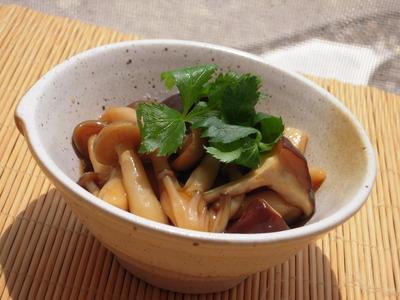 しめじと椎茸の生姜あんかけ三つ葉風味