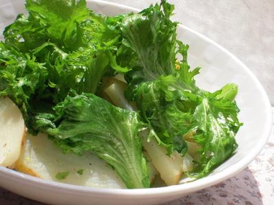 ワサビ菜とじゃがいもの黒胡椒塩麹風味