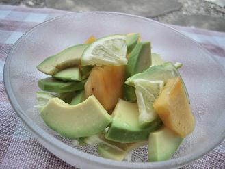 アボカドと柿のレモンサラダ