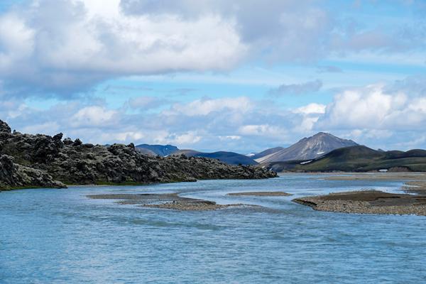 20溶岩の川