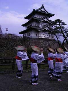 弘前城と踊り子