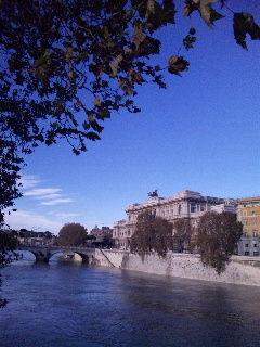 ローマの街並みとサンタンジェロ城
