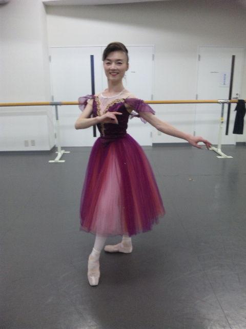 バレエ衣裳をつけて稽古ポーズ2012