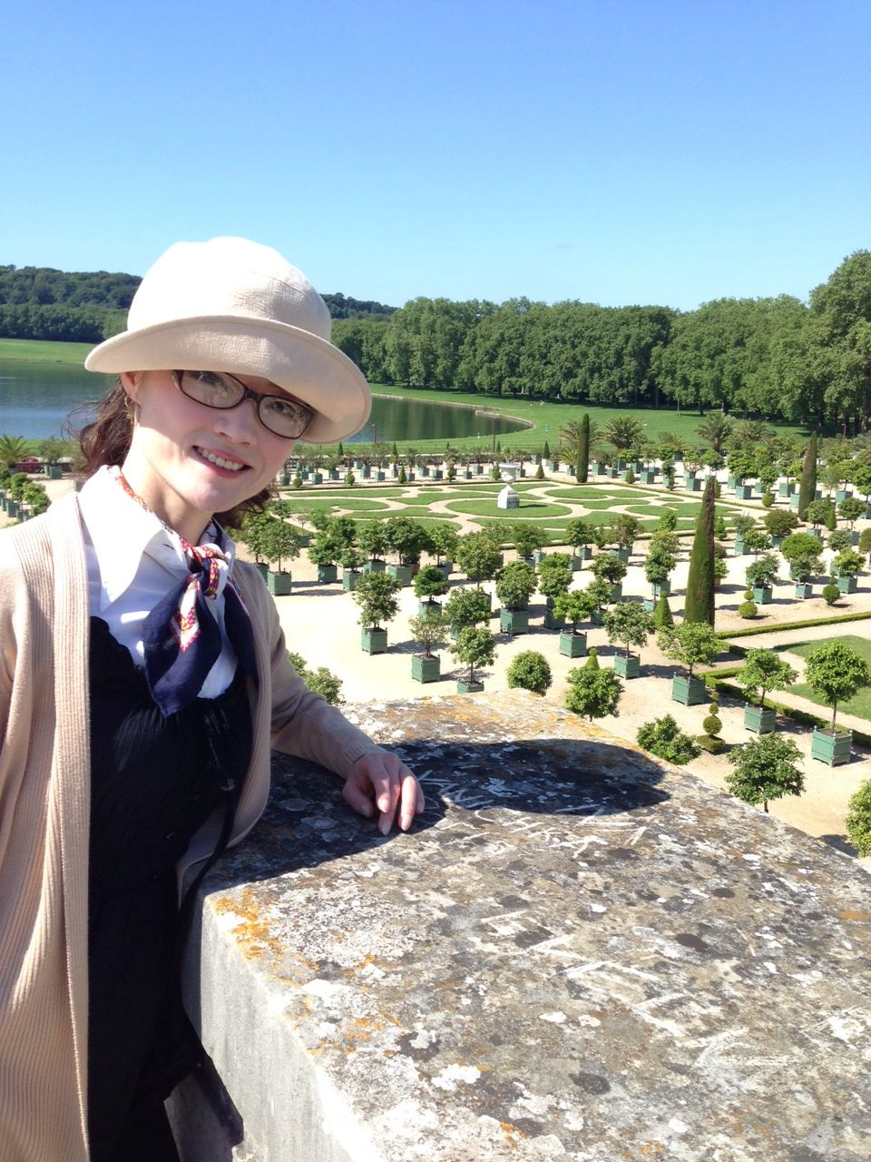 ヴェルサイユ宮殿の庭で