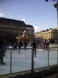Paris市庁舎前のスケートリンク