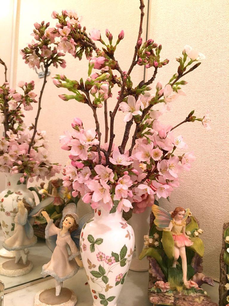 サロンの桜飾り