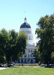 州議会議事堂。