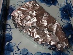 ステーキは焼いてすぐにホイルで巻き予熱を利用する