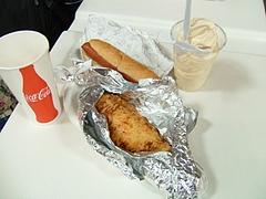 チキンベイク、ホットドッグ、飲み物、アイス