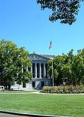 州議会の周りの建物も素敵。