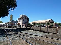 古い駅舎を思わせる