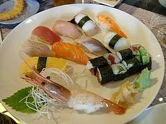 「膳とろ」@Davisのお寿司盛り合わせ