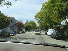 Cedar通り@Berkeleyの雲模様の家と車