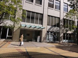 赤坂図書館の入り口