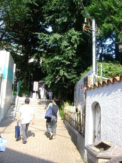 東郷神社へ