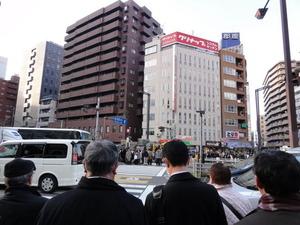 地震のあった日 四谷四丁目の交差点