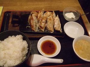 餃子屋台 大盛り餃子定食