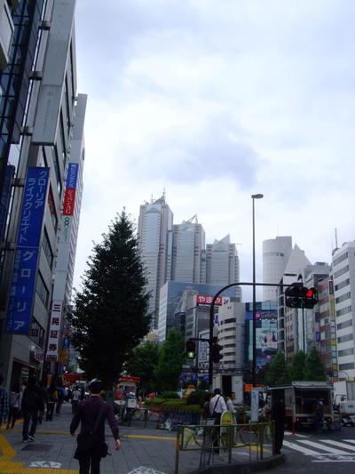 新宿駅南口から 甲州街道へ