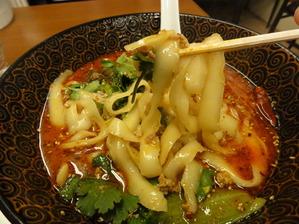 阿杏生煎館 刀削麺