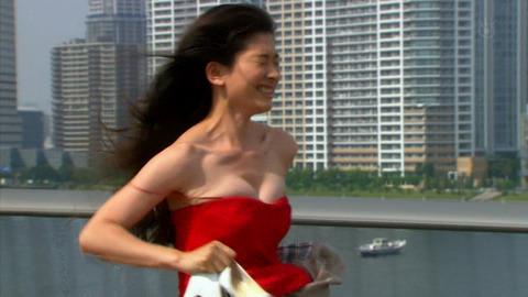 篠原涼子のブラジャー姿、乳揺れ(画像大量)