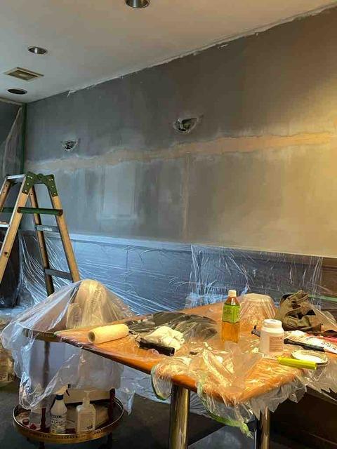 壁にペイントする前に!壁のひび修復にパテ埋めしました