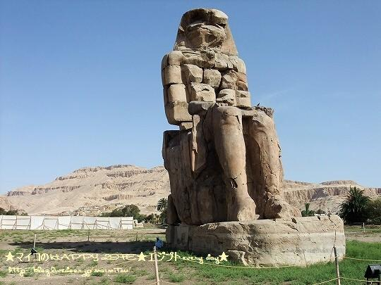 プレデターメムノンの巨像