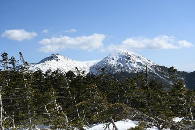 展望台からの天狗岳。左側が東天狗岳