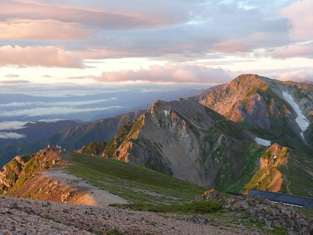 写真09:朝日に輝く白馬槍ヶ岳方面